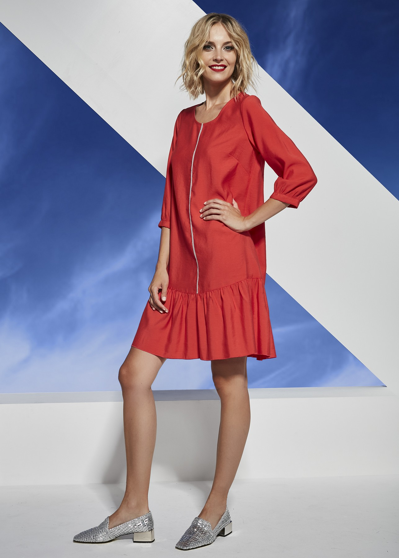 luźna ceglasta sukienka z ekspresem z przodu