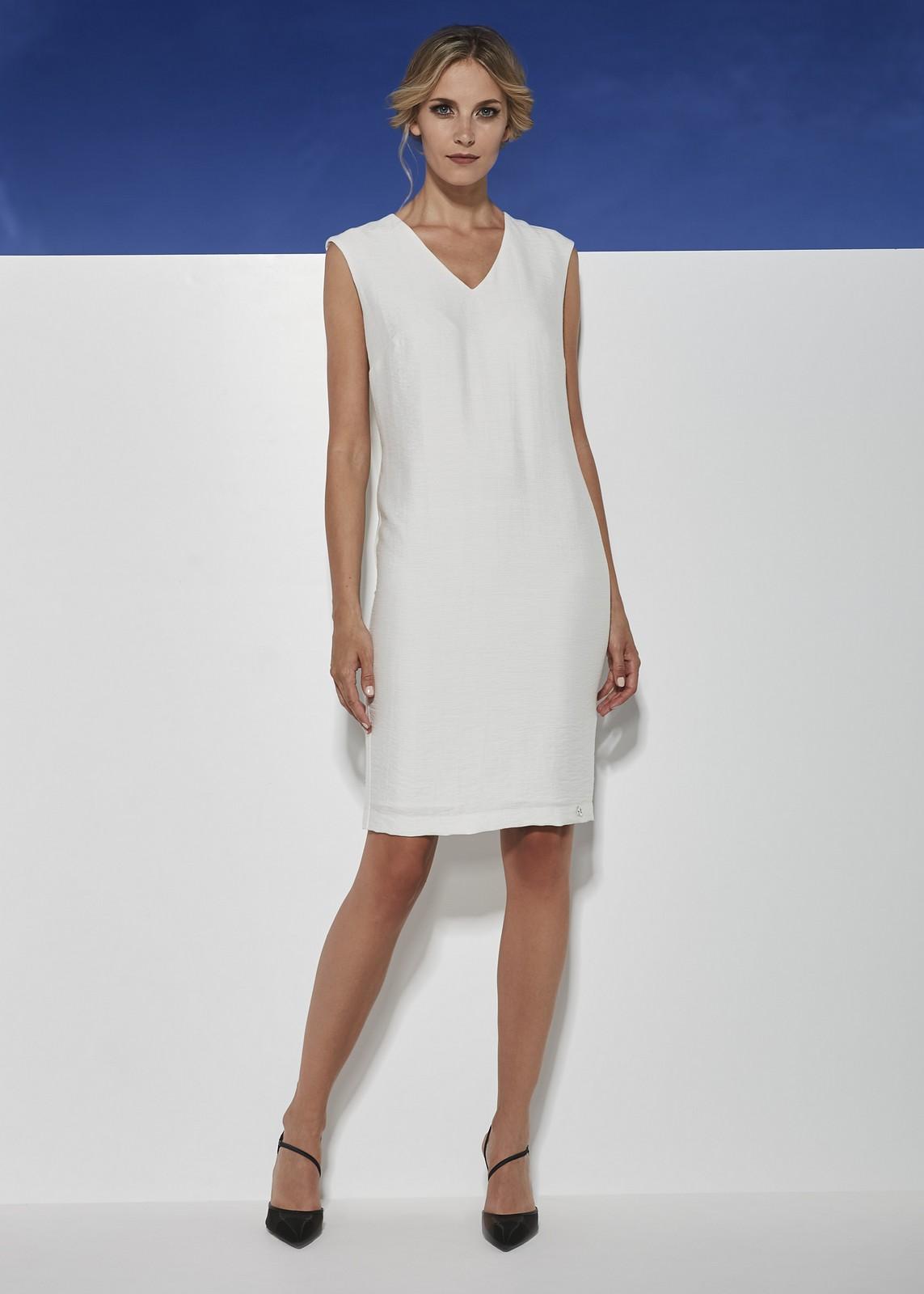 Dopasowana sukienka ecru z krótkim rękawem