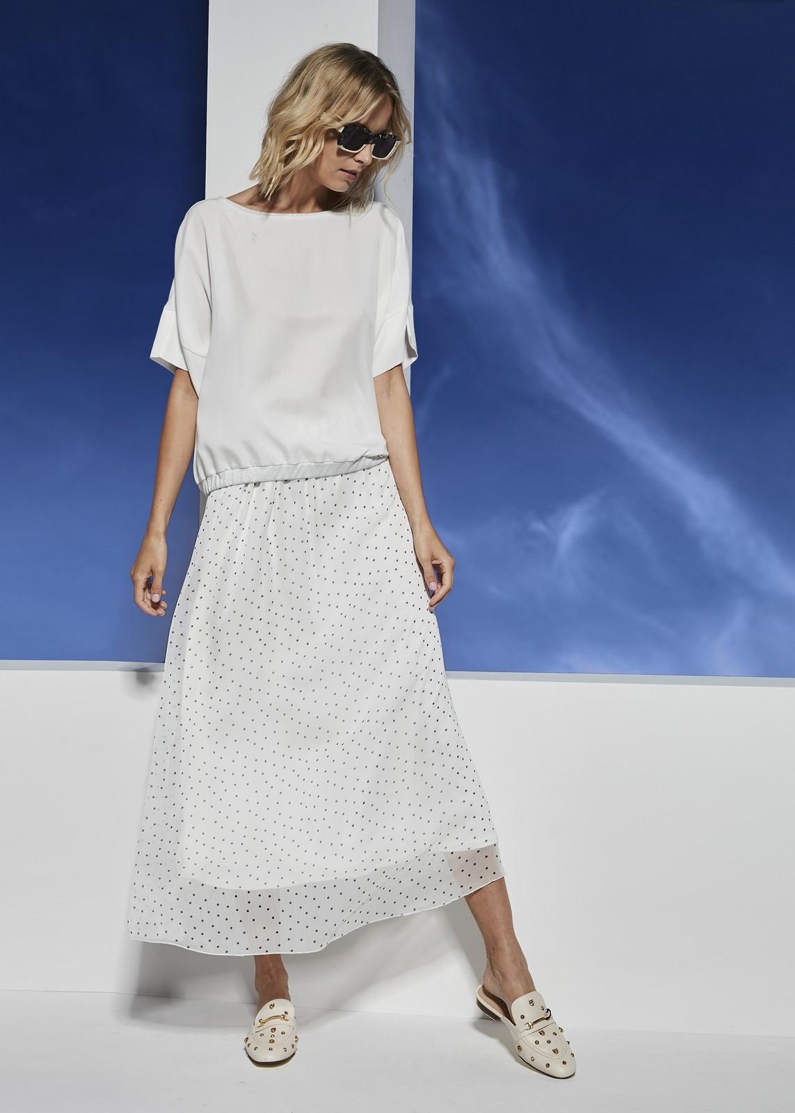 biała szyfonowa spódnica w czarne kropeczki