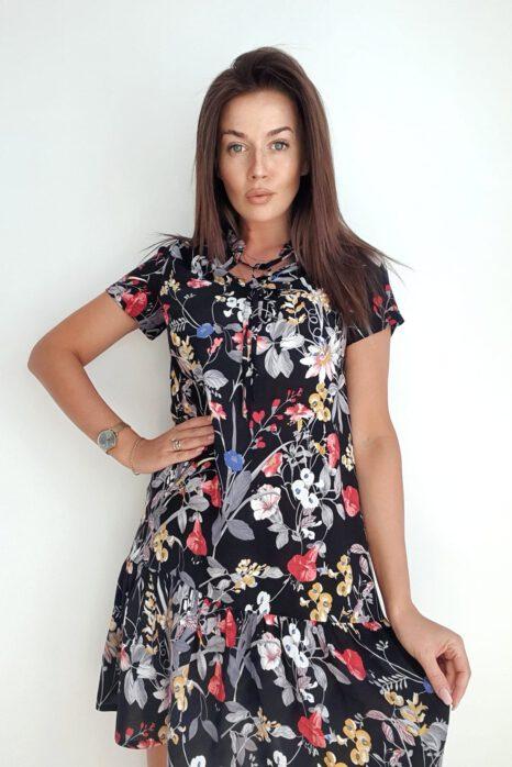 krótka czarna sukienka z kwiatowym wzorem