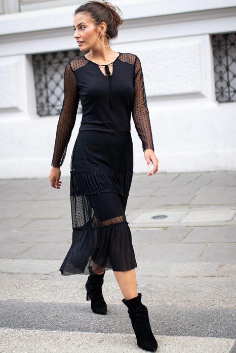 Jesienna czarna sukienka z rękawami z siatki