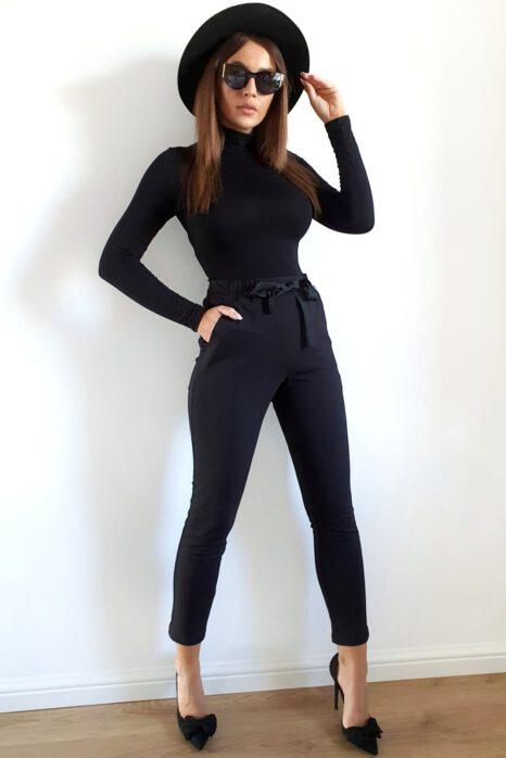 czarne damskie spodnie z dzianiny z paskiem i kieszeniami