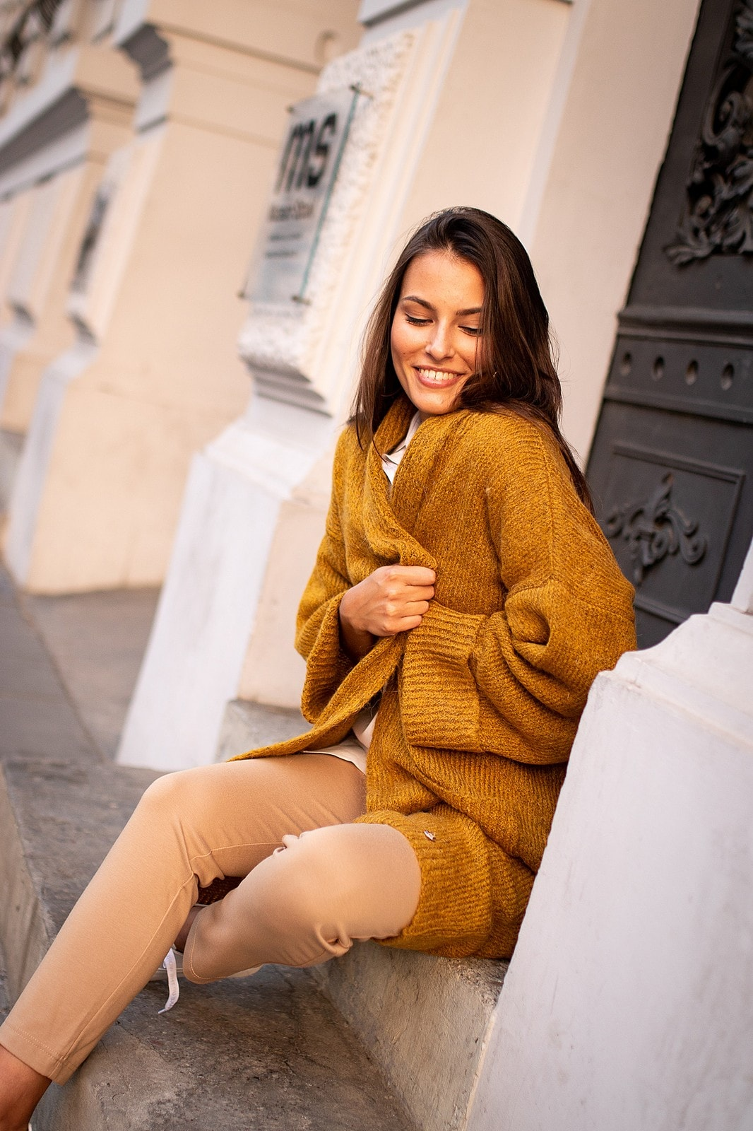 ciepły długi sweter damski rozpinany musztardowy