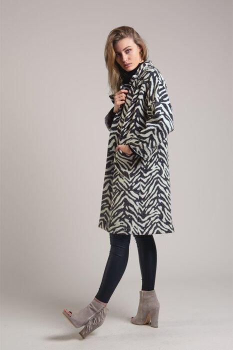 Oversizowy wełniany płaszcz z printem zwierzęcym